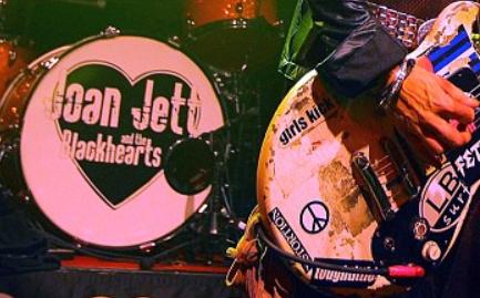 Joan_Jett_still_rockin