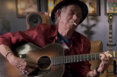 Keith_Richards_Playing_Guitar